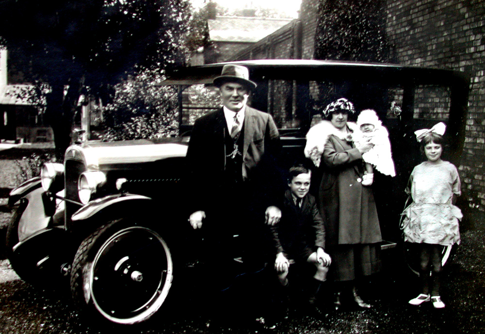 Arthur Munzer and Family with Maxwell Automobile