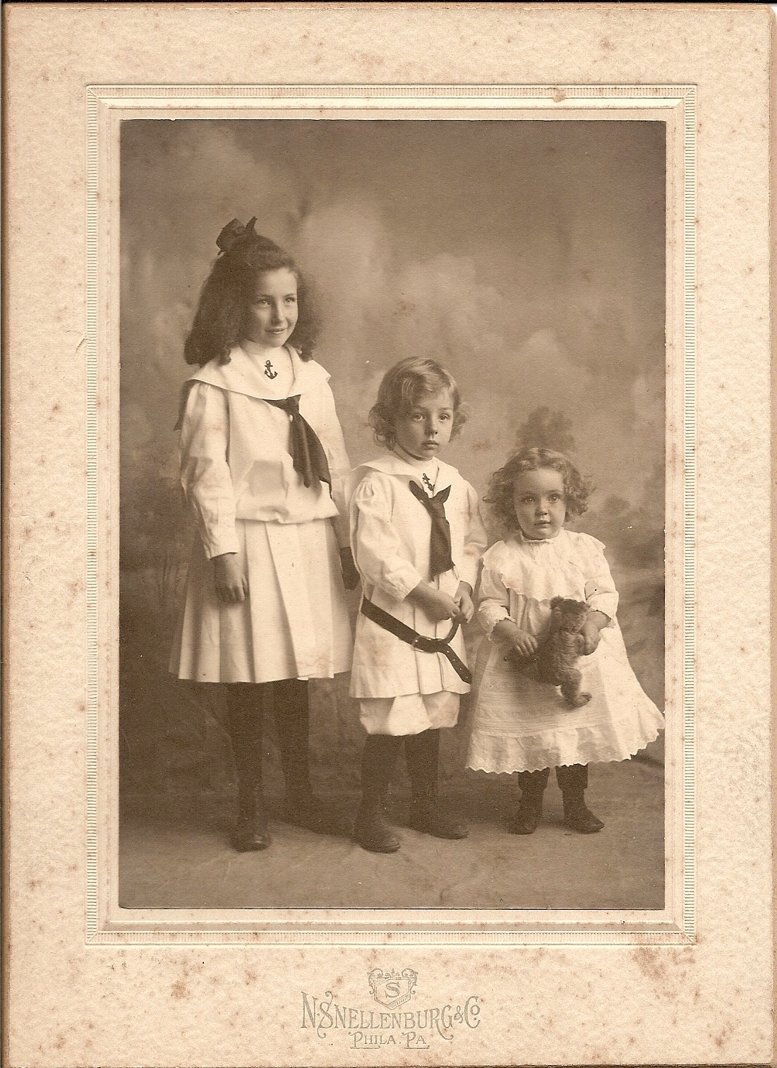 Helen, Robert, and Ruth Purvis, about 1907